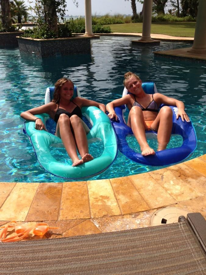 Morgan Petsche, jr., and Alex Paustian, jr., enjoy the pool in Florida over spring break.