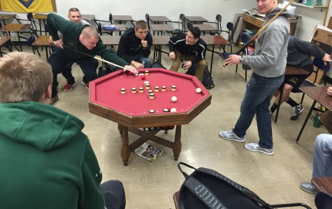 Students find new ways to keep occupied during SMART lunch