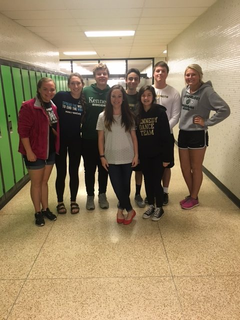 Dana Melone (middle front), with her AP Psychology students.
