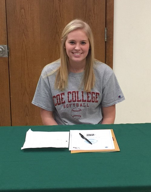 Sydney Kinney signing the national letter of intent to play softball at Coe College next year
