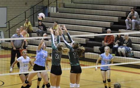 Varisty Volleyball Against Dubuque Senior