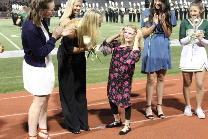 Ellie+Grovert+crowned+by+previous+homecoming+queen+Macy+Schares.