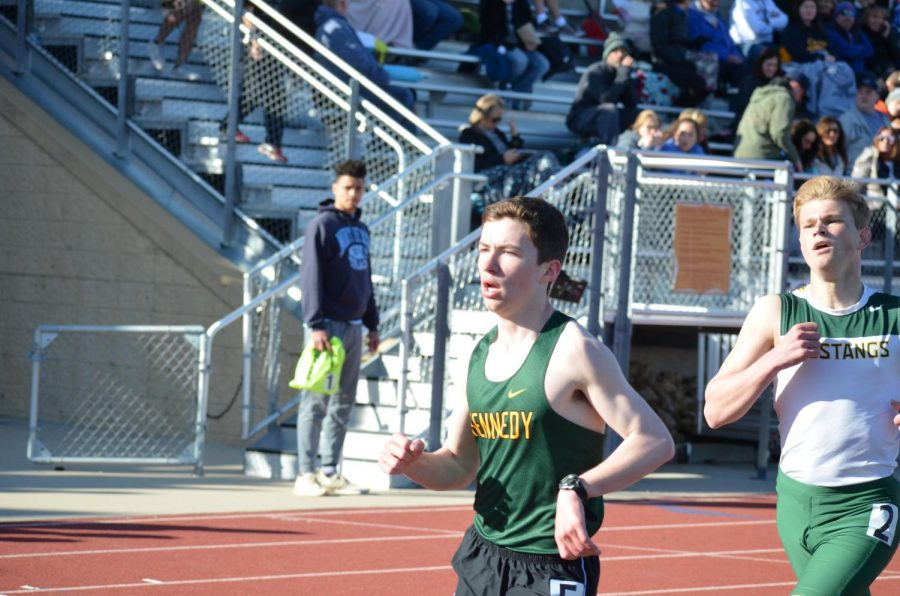 Jacob Green so., finishing first in the varsity 3200m run, obtaining a Drake qualifying time.