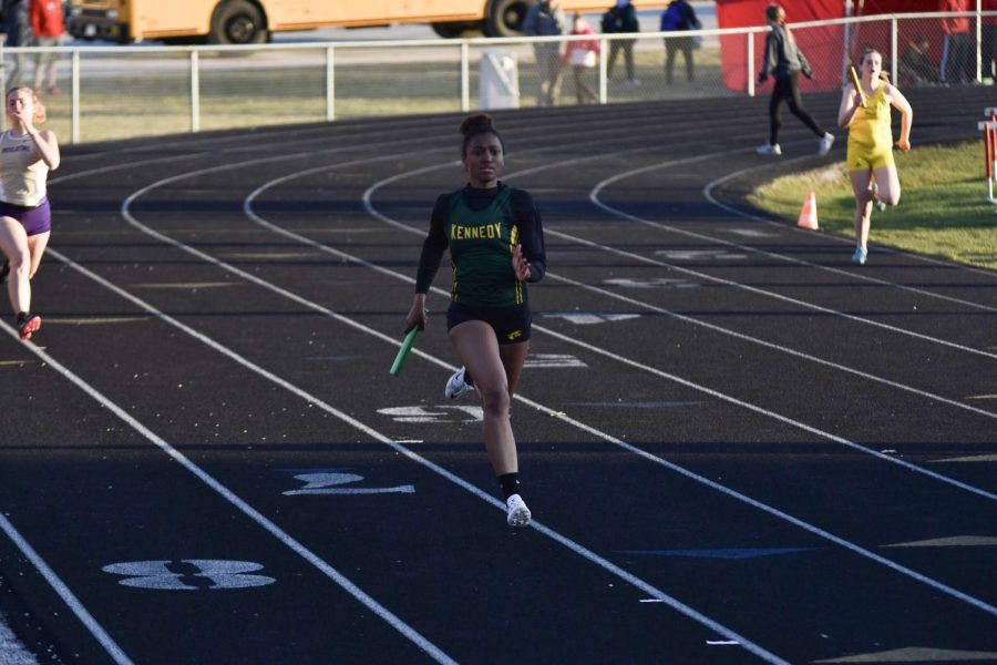 Jurnee Rose-Johnson, sr., running in the third leg of the  4x200.