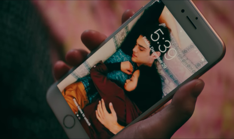 Lock screen of Lara Jean and Peter in the film.
