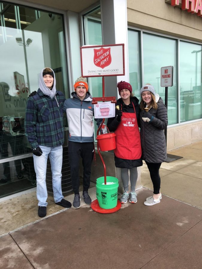 Seniors+and+Student+Government+Officers+Charlie+Haefner%2C+Louie+Ervin%2C+Lauryn+Vaske+and+Rylee+Ervin+volunteered+to+bell+ring+for+Salvation+Army+at+the+Hy-Vee+on+Edgewood+on+Nov.+11.