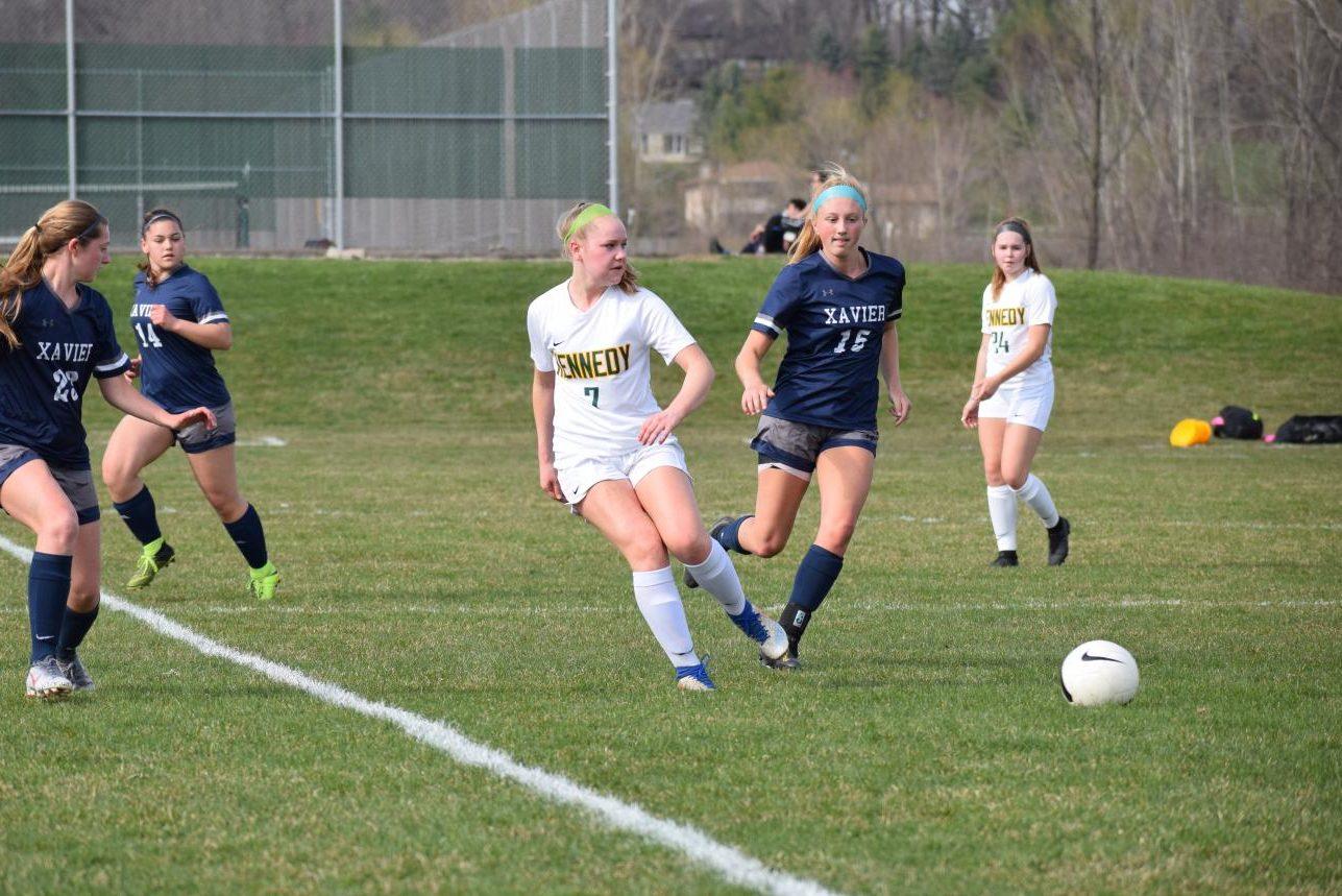Senior+Grace+Walker+passes+the+ball.