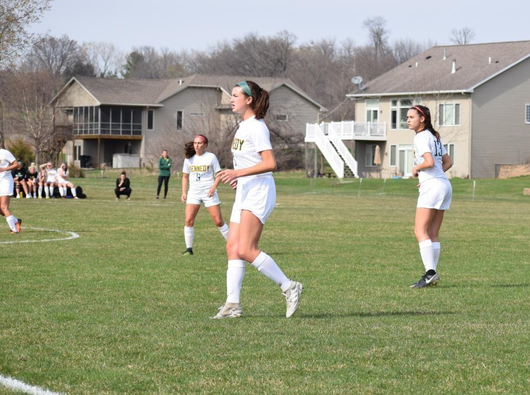 Vaske+looks+for+ball+alongside+senior+teammates+Emily+and+Kaylee+Waterhouse.