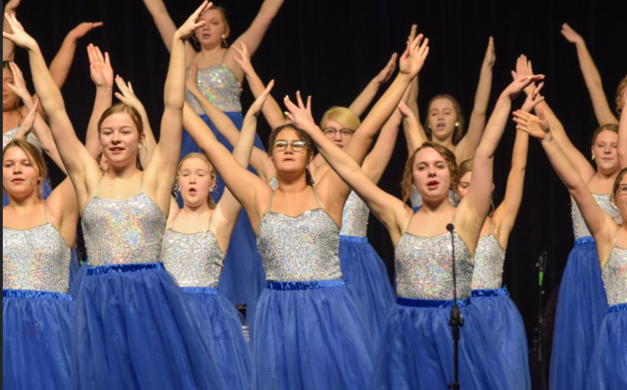 Chanteurs performing